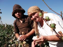 Titel: Elena Urlaeva on the cotton field. - Beschreibung: C:\Users\Maxie\Documents\Arbeit UGF\Harvest Report\Photos\4 - Persecution of independent monitors\Elena-Urlaeva_2.jpg